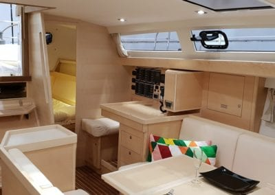 Ovni 450 Main saloon view aft